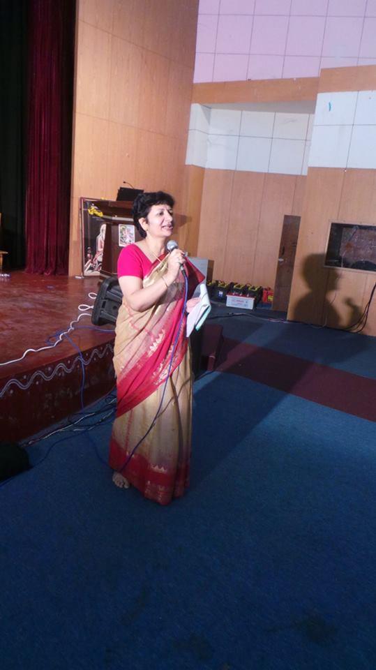 Dr sangeeta pant represents the university at meet on for Designhotel yoga